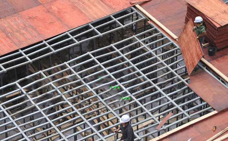 施工大模板铺遍场地使用